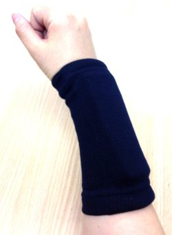 Mサイズ着用。<手首周り15.5cm。>